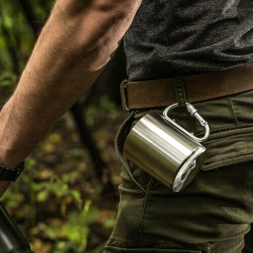 Karabineres bögre túrázóknak ötletes termék