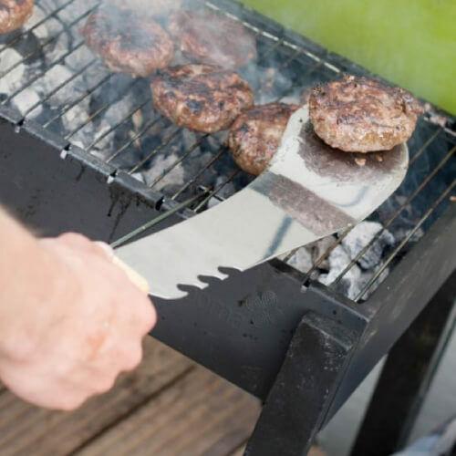 Férfias ajándék grillezéshez a machete grill spatula